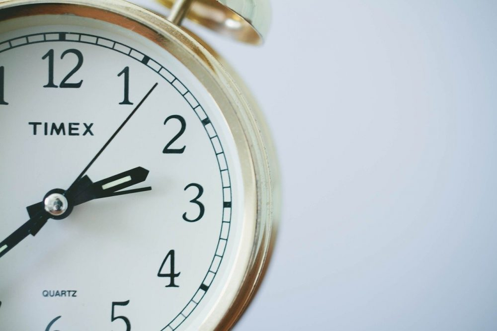 効果的なメール配信時間とは?曜日、時間、年齢別に徹底解説【メールマガジン】